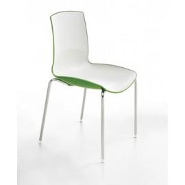 Chaise en plastique avec structure en acier
